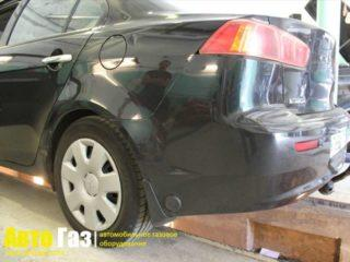 Машина Mitsubishi Lancer X.