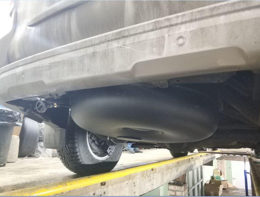 баллон газа под автомобилем