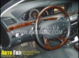 Автомобиль Mercedes Benz S500.