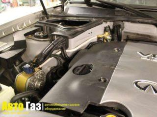 Автомобиль Infiniti FX45.