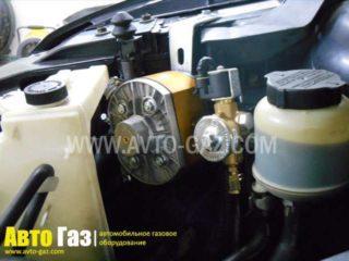 Газ на Infiniti FX35.