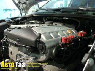 Автомобиль Volkswagen TOUAREG 3.2.